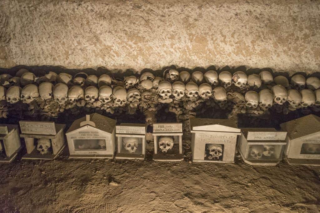Alcuni teschi del Cimitero delle Fontanelle