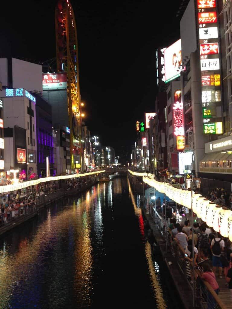 Il quartiere Namba a Osaka di notte