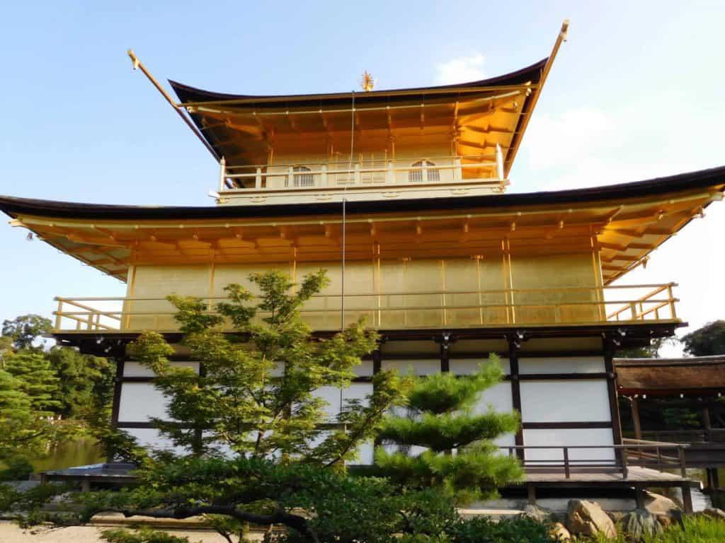 Tempio d'oro: storia del monaco schizzofrenico