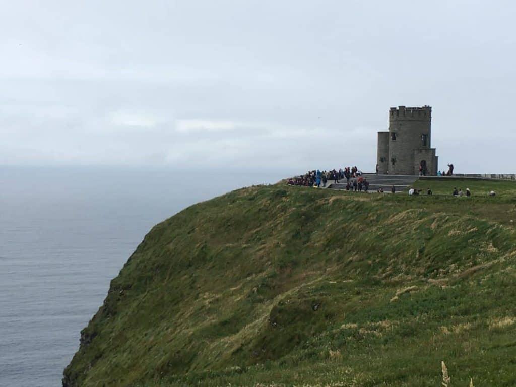 O'Briens Tower delle Scogliere di Moher in Irlanda