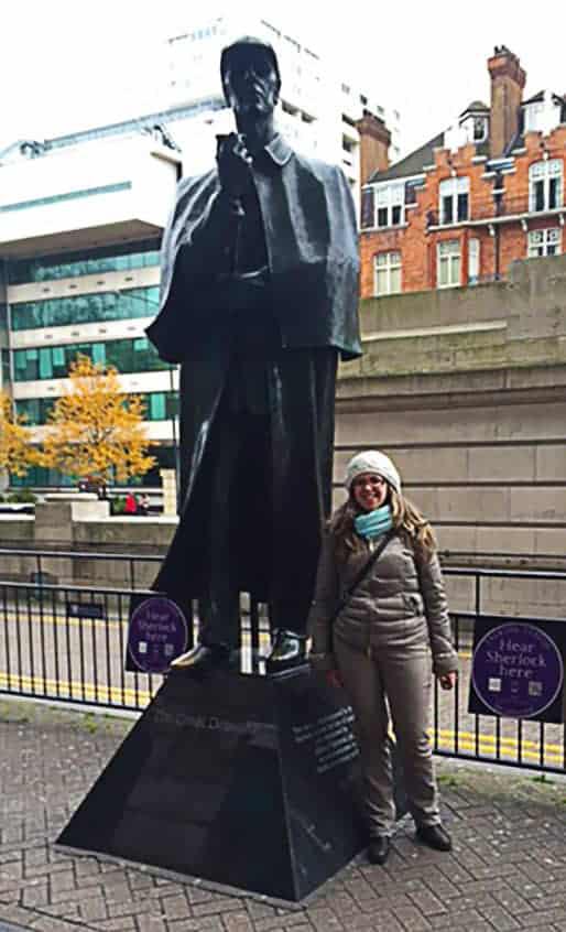Statua Sherlock Holmes a Londra all'uscita dalla metropolitana